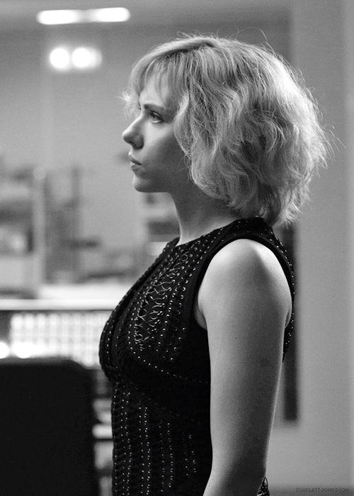 Scarlett Johansson in Lucy (2014).   I like this hair cut.