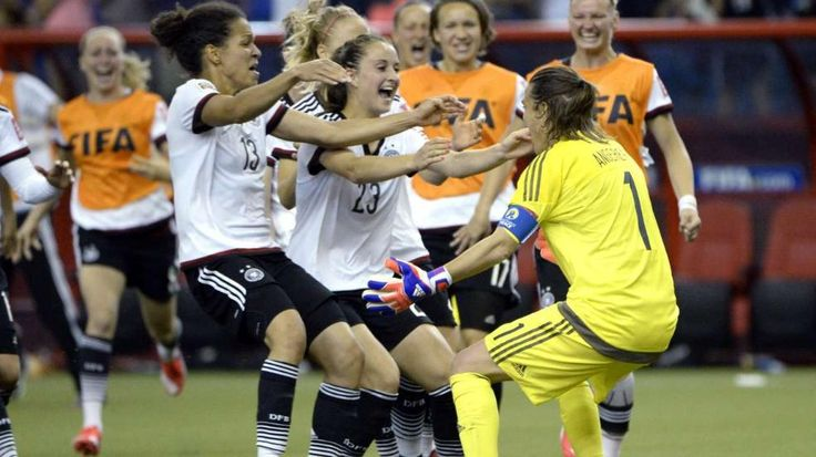 Fußball-Frauen-WM: Deutschland nach Sieg im Elfmeterschießen gegen Frankreich im Halbfinale http://www.bild.de/sport/fussball/fussball-wm-frauen/deutschland-siegt-im-elfmeterschiessen-41536592.bild.html