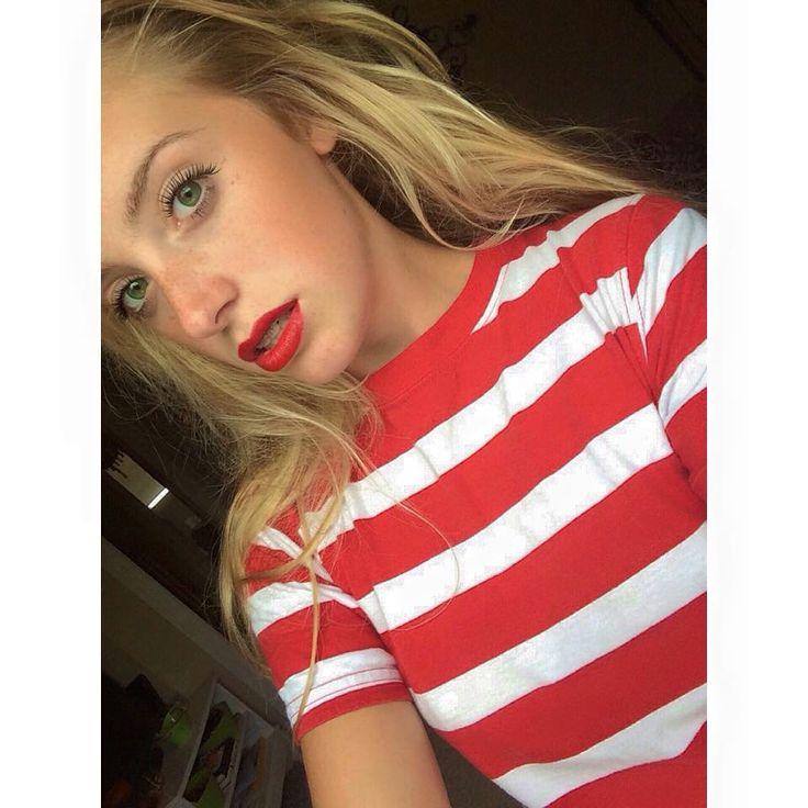Model Martina Sophie Red Lips
