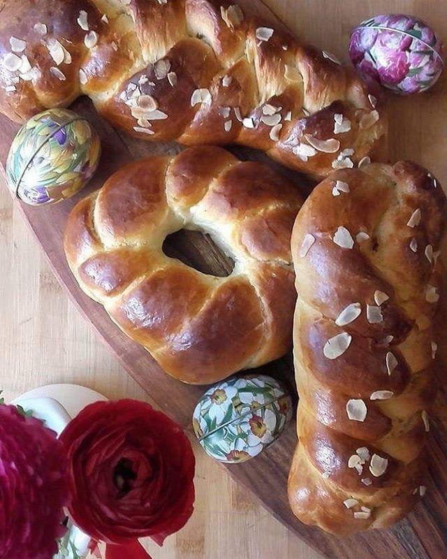 Τσουρέκια Πασχαλινά 🐰🐣🐰🐞🐰 Challah bread / Tsoureki 🐥🐞🐰🐰🐣 (recipe on blog archives)Ξανακαναμε τσουρέκια αλλά δεν βλέπω να την βγάζουν μέχρι το Πάσχα 😜😜 (συνταγή στο blog).#tsoureki #τσουρέκια #brioche #challahbread #mahlep #instasweet #easterbread #dough #greekrecipe #homemade #f52grams #easter #beautifulcuisines #hautecuisines #baking #sweet #foodgawker #huffposttaste #thekitchn @thefeedfeed.baking #storyofmytable #tastingtable #tastespotting #foodandwine #foodstagram #feedfeed…