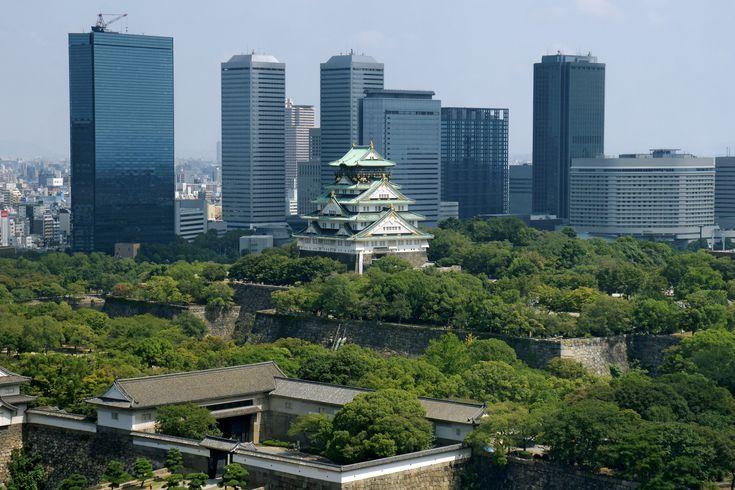 http://upload.wikimedia.org/wikipedia/commons/c/ca/Osaka_Castle_03bs3200.jpg?1