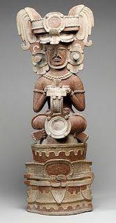 El arte cerámico maya es muy variado, tanto en objetos como en calidad de los mismos. La temática representada en sus decoraciones son figuras geométricas mayoritariamente, aunque también representaban animales. Sus decoraciones incluyen textos escritos en maya, que describen escenas de nobles, imágenes de gobernantes, episodios militares, seres sobrenaturales, etc.                                                                                           Más