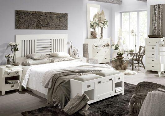 Soverom kolleksjon NEW WHITE. #seng #sengegavl #interior #interiør   #mirameinteriørogdesign #vakrehjemoginteriør #nettbutikk #soverom #nattbord #kommode #tre #benk