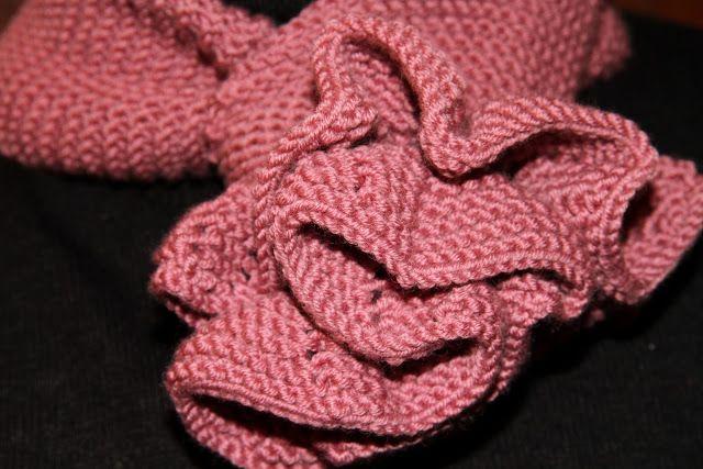 En Labores de punto, os dejo las instrucciones para hacer una original bufanda que se cierra formando una flor.  Materiales para hacer BUFANDA CON CIERRE