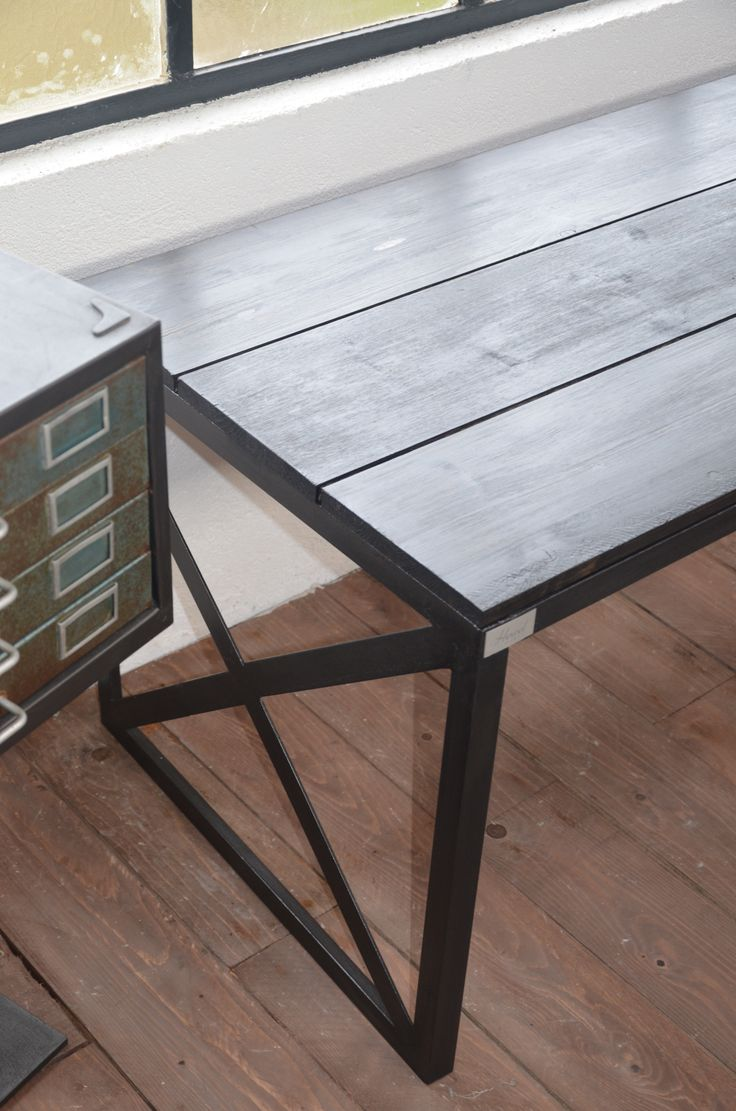 82 best tables bureaux consoles et gueridons images on for Table industrielle