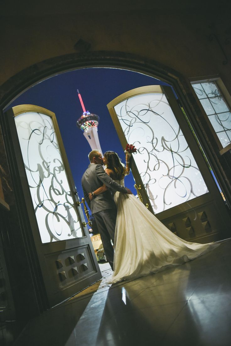 Epic Wedding Photo In The La Capella Tuscan Chapel Las Vegas Of