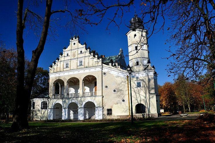 Poddębice - najpiękniejszy renesansowy dwór w Polsce