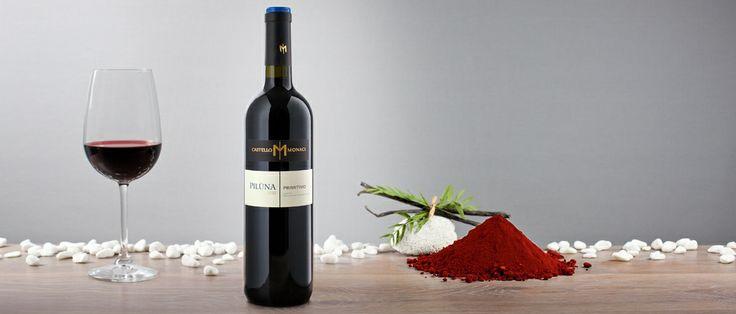 Piluna Primitivo Salento I.G.T. Colore rosso porpora scuro; ampio profumo di frutta rossa matura e confettura di amarena e marasca. Sentori di pepe e di vaniglia e con ricordi di  macchia mediterranea; sapore morbido e concentrato con finale che ricorda la confettura di piccoli frutti e liquirizia.  http://hitany.it/it/prodotti/vino/piluna-primitivo-igt-17