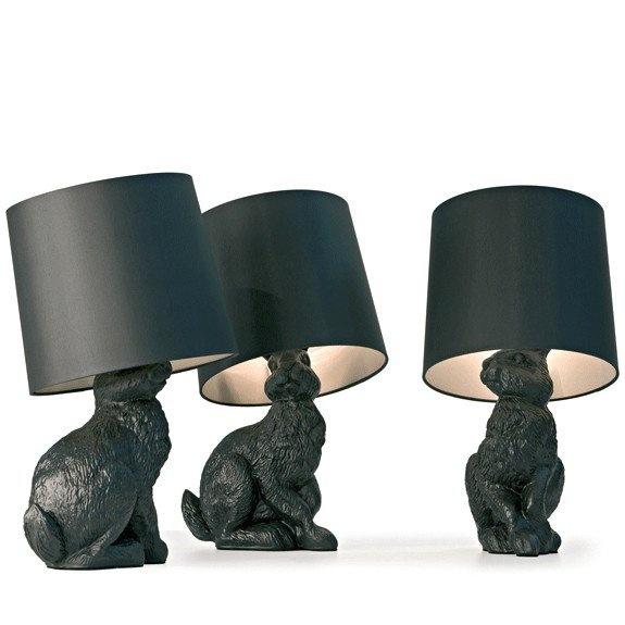 De Rabbit Lamp van het Zweedse Front Design voor Moooi is een designlamp gemaakt in de vorm van een levensecht konijn. De reflectie van het licht stroomt langs de standaard, waardoor de illusie ontstaat van een warme vacht. De Rabbit Lamp is gemaakt van zwart polyester en is afgewerkt met vernis. De Rabbit-lamp is onderdeel van een serie met o.a. een varken - de Pig Table - en een paard - de Horse Lamp -, die respectievelijk dienst doen als bijzettafel en manshoge vloerlamp.