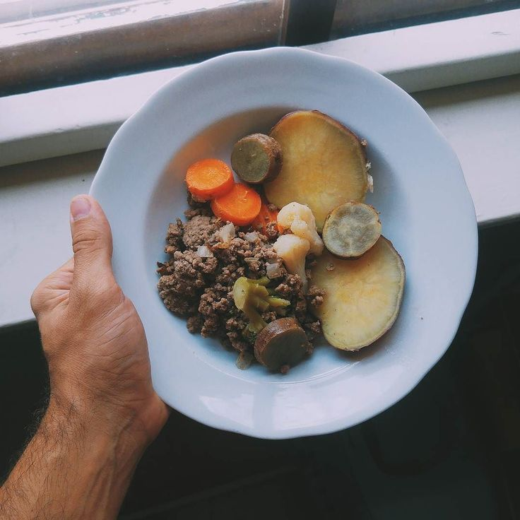 Outra opção da marmita que fiz: patinho moído legumes congelados e batata doce. Tá ó  bom demais! E depois de mais um #cafecomvito hoje partiu aquela corridinha na Av Sumaré.