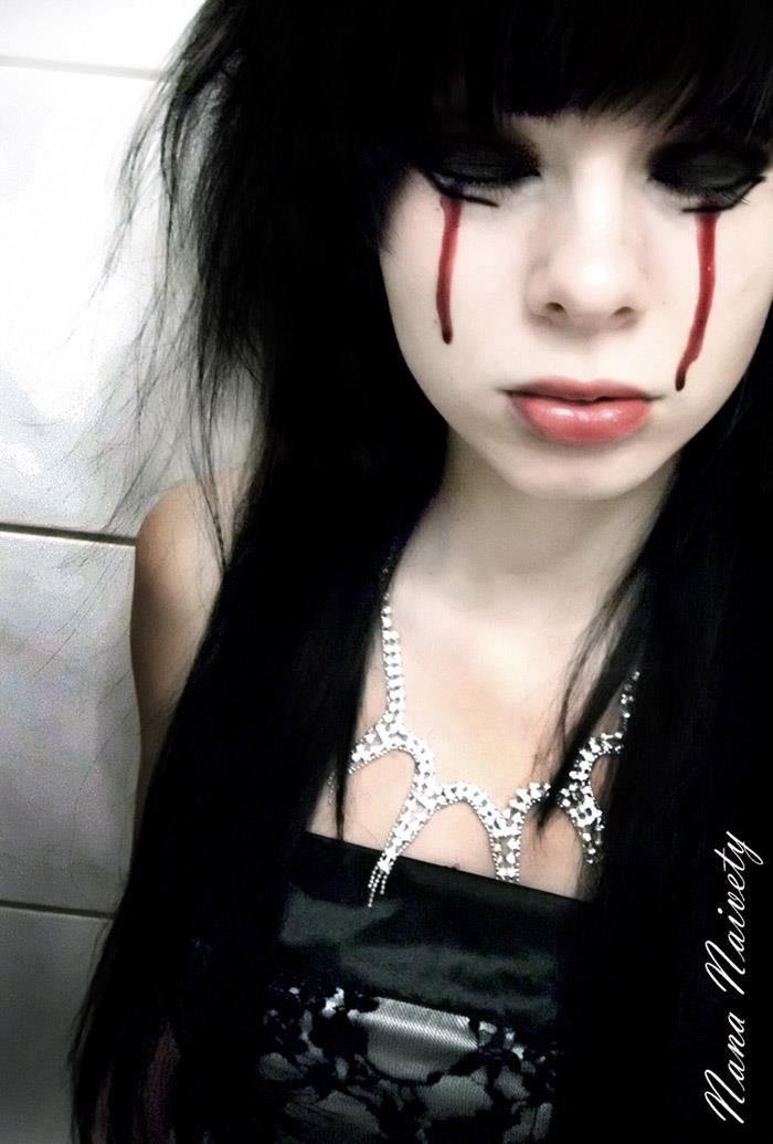 halloween bloody eye makeup