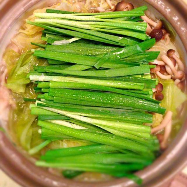 心平レシピの塩ニンニク鍋。味はもつ鍋みたいで、キャベツがいくらでも入ります。締めはバターを入れて塩バターラーメン! - 16件のもぐもぐ - 豚バラとキャベツの塩ニンニク鍋 by nakataka