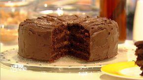 Baking-Queen Cynthia Barcomi präsentiert ihr Festtagsrezept: eine mit Maronencreme gefüllte Schokoladentorte ummantelt mit Ganache.