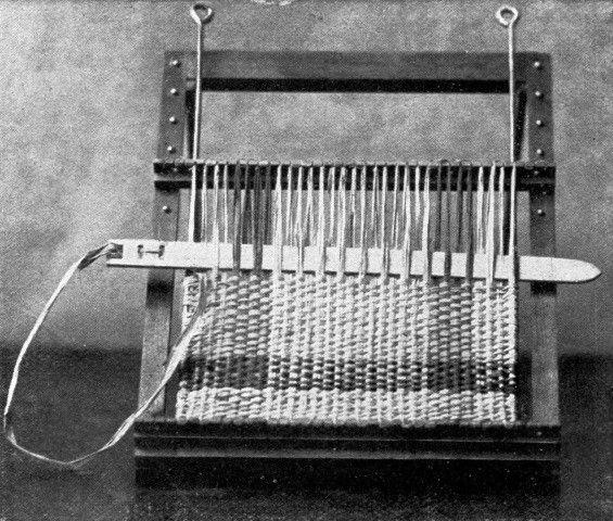 Weaving A Raffia Mat Weaving On Small Looms Pinterest