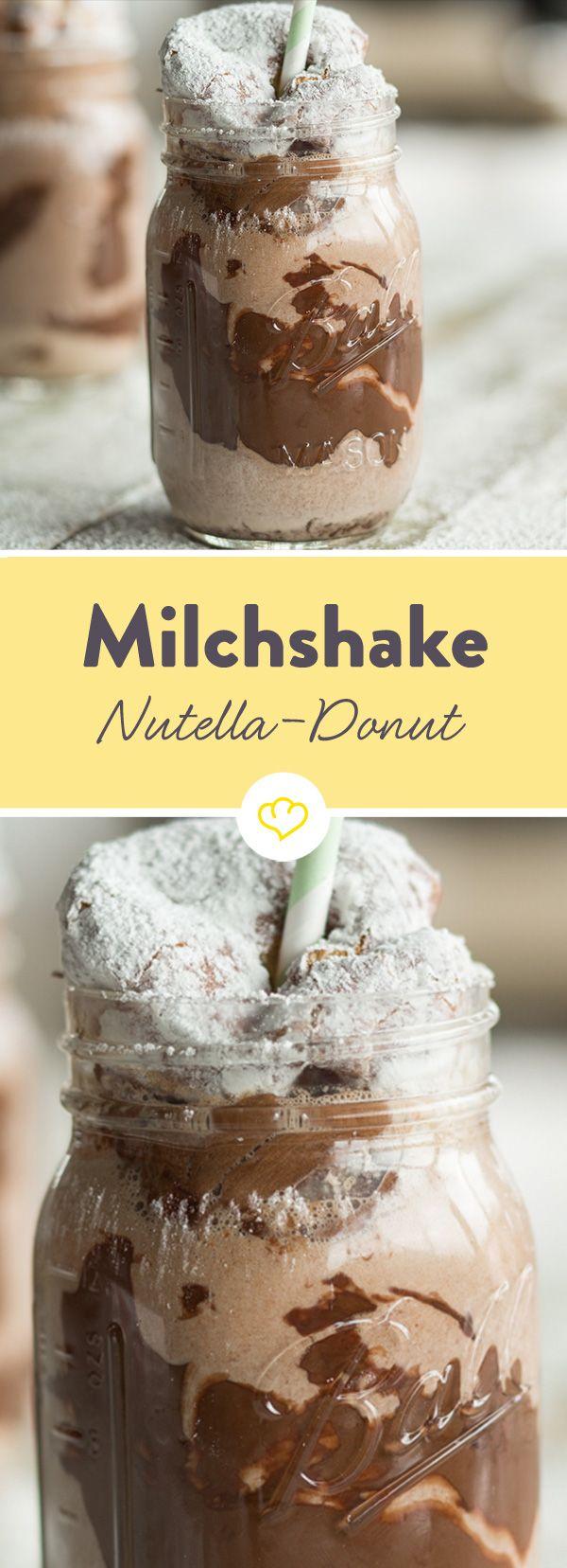 Genieß das Leben mit dem großen Löffel: Dieser Nutella-Eiscreme-Milchshake wird durch einen zuckerüberzogenen und mit Nougatcreme gefüllten Donut getrunken.