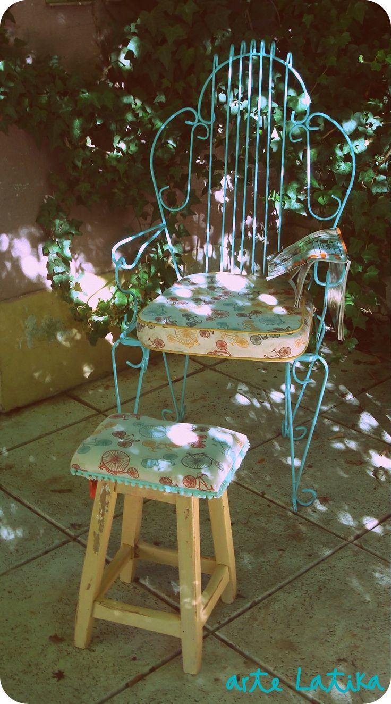 sillon de hierro con banquito tapizado en composé.