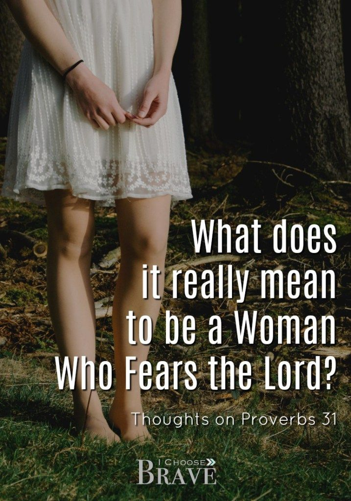 A Woman who fears the Lord is to be praised. But what does it really mean to be a woman who fears the Lord? A beautiful take on Proverbs 31. #proverbs31 #knowingGod