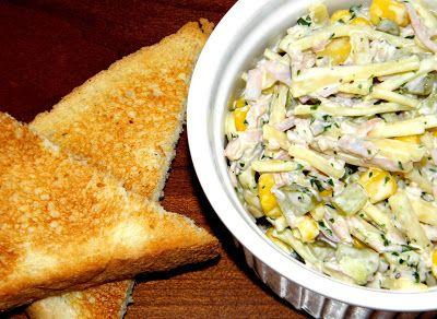 zadanie - gotowanie: Sałatka z serem, szynką i ogórkiem konserwowym.