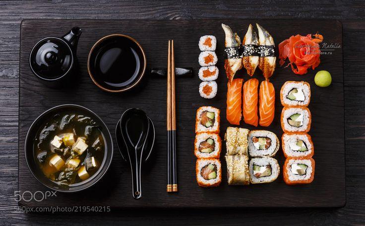суп мисо и суши (Natalia Lisovskaya / Moscow / RF) #Canon EOS 5D Mark III #food #photo #delicious