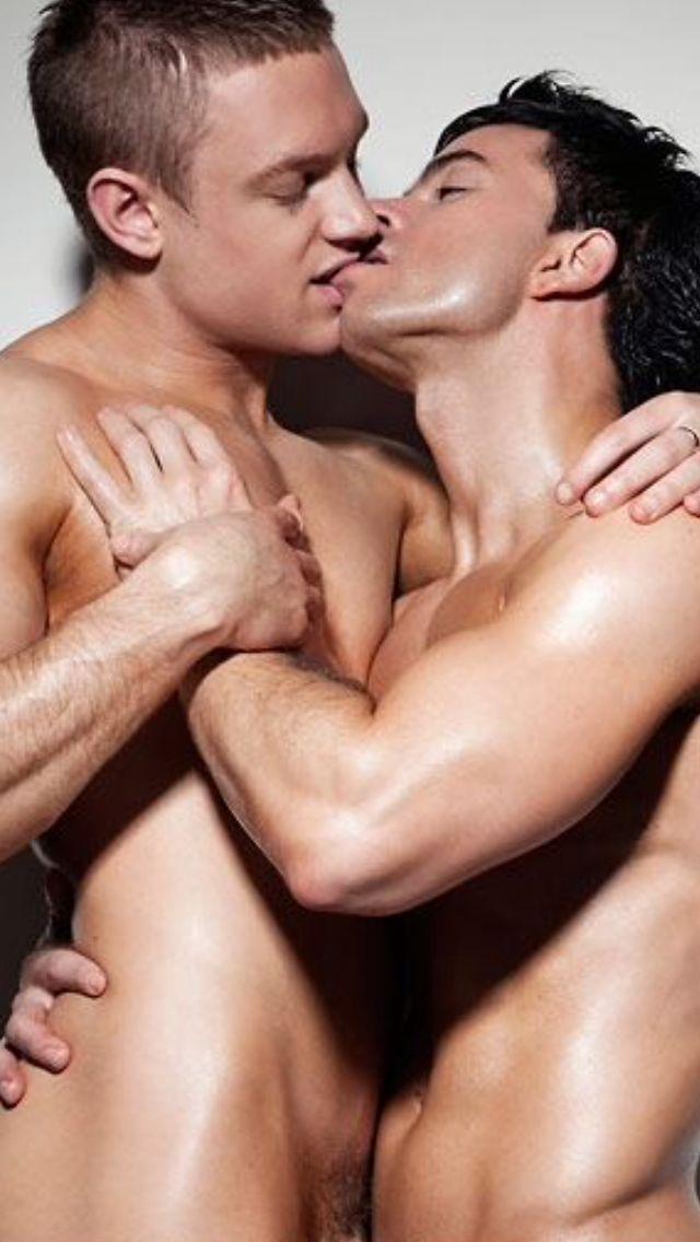 hombres gay besando