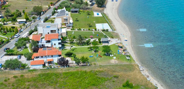 Villa Alexandra located in a bright green area 1 km before the center of Polichrono #Halkidiki #Kassandra