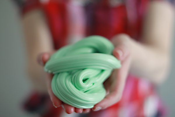 Homemade salt water taffy looks like fun (and like a great workout for your arms!) #NauticalJuly