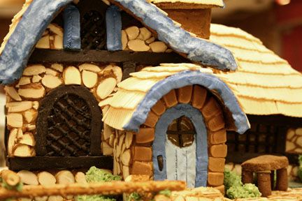 Curved Gingerbread Roof How To Holidays And Birthdays