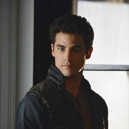 Pretty Little Liars Speculation: What Does Alison Have on Noel Kahn?