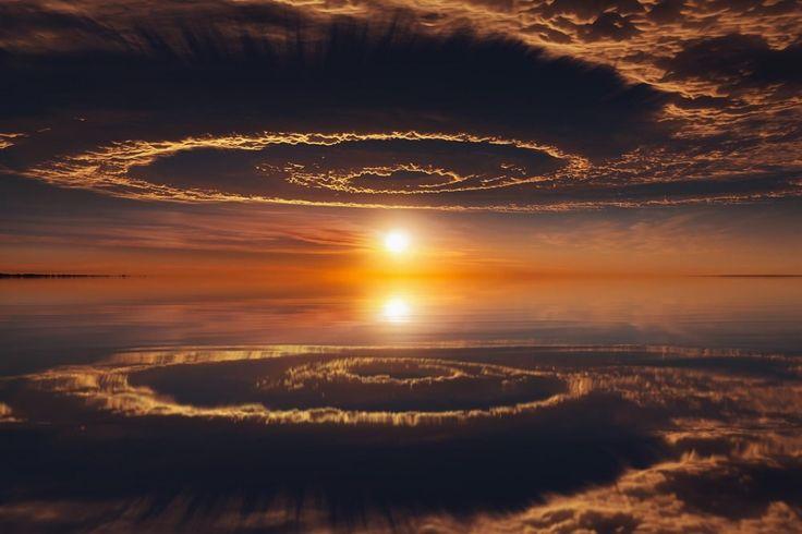 Les reflets du ciel ressemblent à un portail vers un autre monde