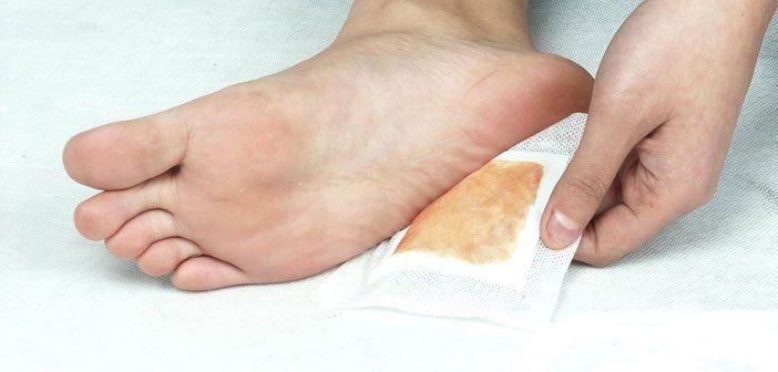 Mit diesem selbst hergestellten Entgiftungs-Fußpflaster entfernst duüber Nacht Giftstoffe aus deinem Körper