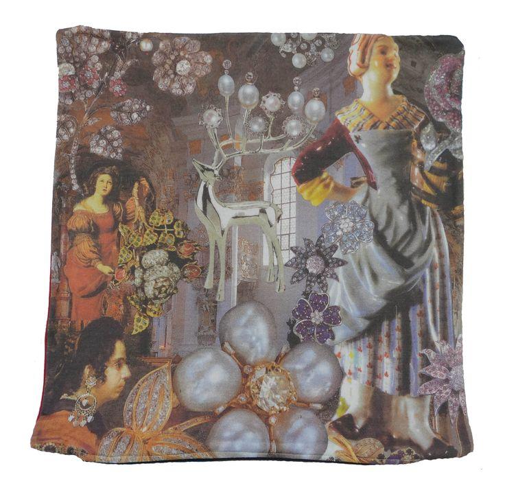 Luksus digitalt trykt pude, håndlavet i Spanien, der illustrere den berømte historie Snedronningen af HC Andersen #damer #snedronningen #hcandersen #pude #kunst #eventyr #håndlavet #butik #købe #pudesalg #digitalttrykt #hjemdesign #trykt #indretning #interiørdesign #luksus #historie #tilseng