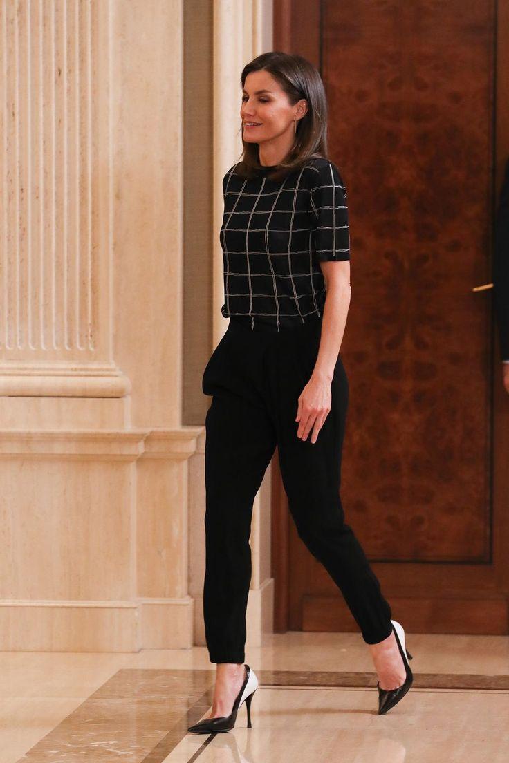 El detalle de los zapatos de la reina Letizia que consigue que su look sea sobresaliente