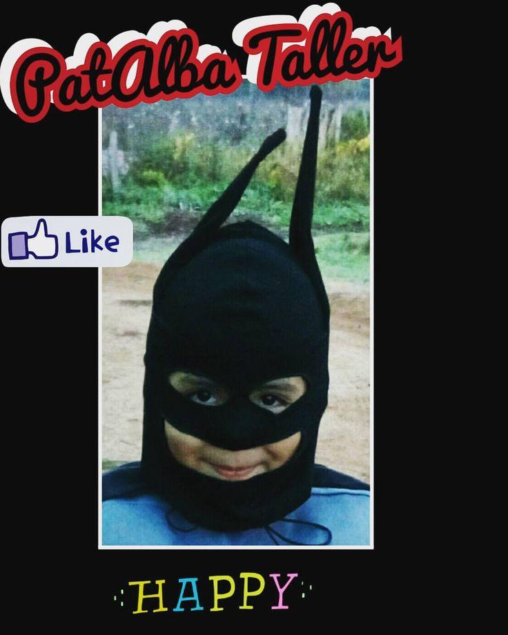 Confección fugaz de máscara para disfraz de batman 😂👍.....misión cumplida 🆗✔ #patalbataller #diseñodeautor #diseñoindependiente #emprendedora #artesana #vestuario #reciclaje #costuras #transformación #confeccionapedido
