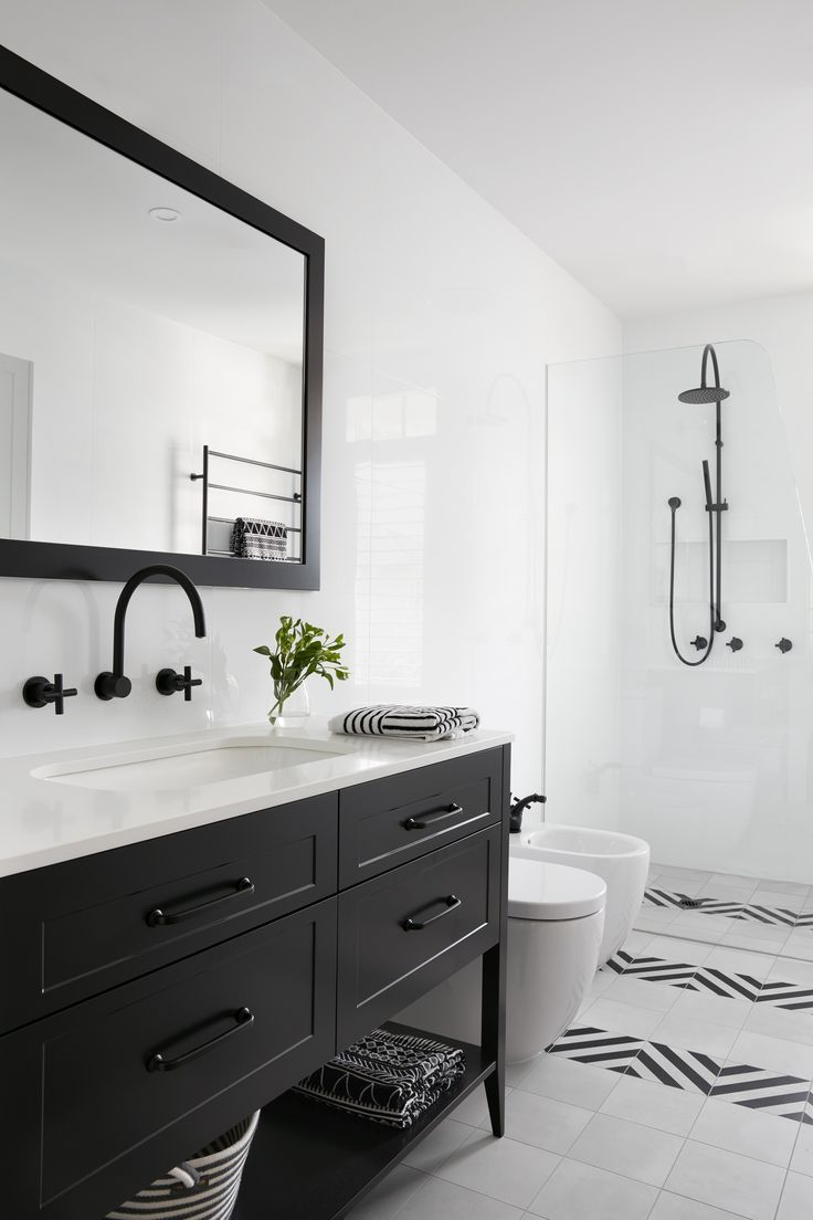 Monochrome bathroom from our Port Melbourne Home 3
