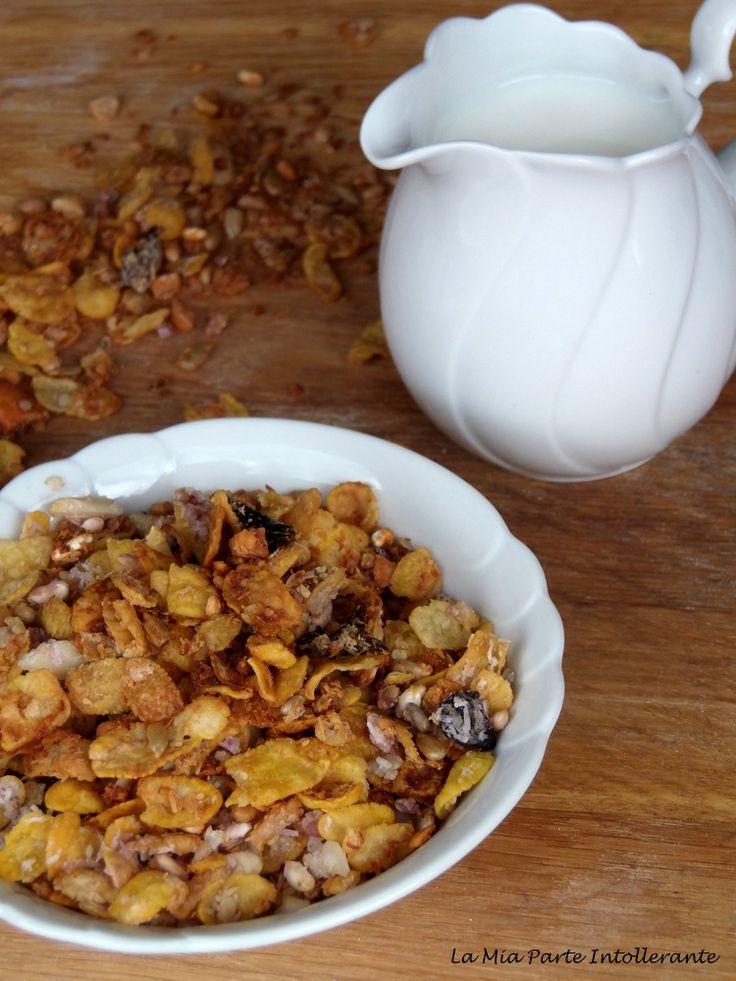 Muesli casalingo a base di fiocchi di mais, quinoa e cocco, senza glutine e zucchero.