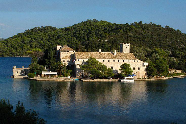 Okružní plavba 5 - Jižní Dalmácie - národní park Mljet: http://www.novalja.cz/chorvatsko/plavby-lodi/plavba-lodi-jizni-dalmacie/