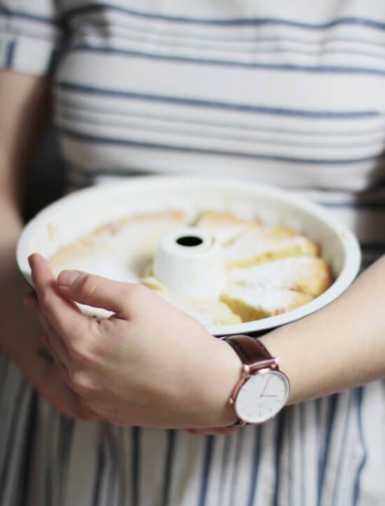 Der gute, alte Gugelhupf war schon auf Omas Kaffeetisch der Hit und kommt jetzt wieder! Hier ein leckeres Rezept für Mandarinen Schmand Gugelhupf.