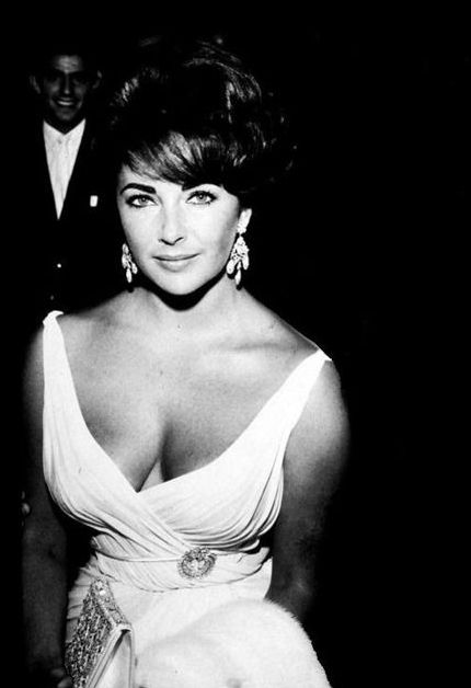 Elizabeth Taylor- This is one of my most favorite pictures of her ever! She is so beautiful I can't stand it........stunning!