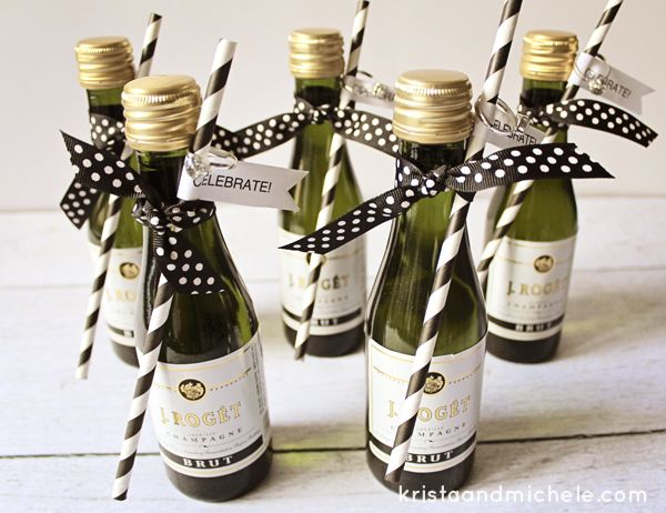 Mini-Champagne Bottle Engagement Party Favors {Free printable} #weddingfavor #engagementparty #freeprintable