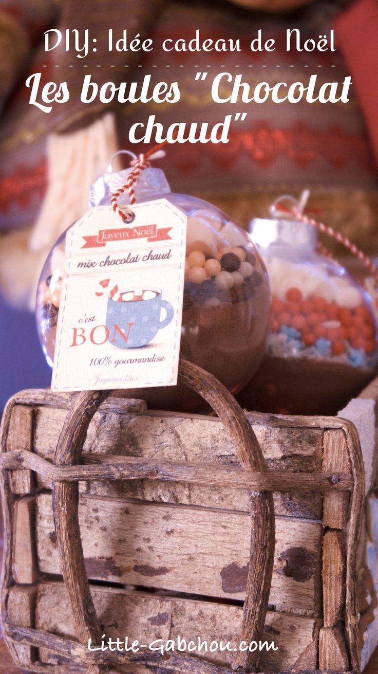 Une idée de cadeau de Noël fait maison simple et originale. Les boules de Noël pour chocolat chaud.