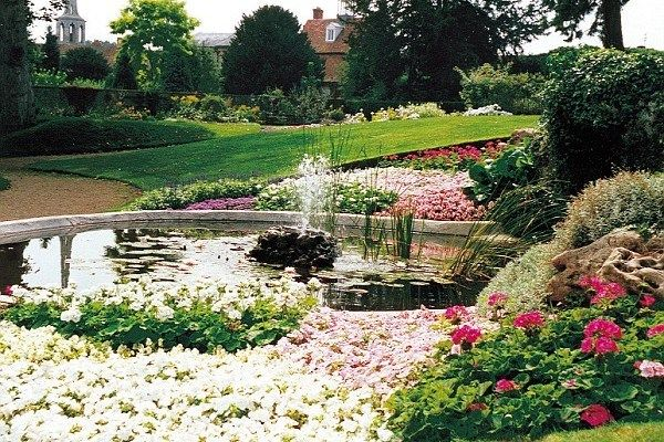 Wallingford castle and gardens are just a few minutes' drive from The Old Post Office and make for a beautiful, tranquil retreat