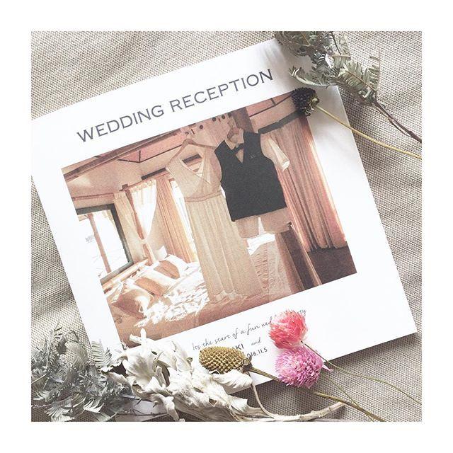 . ☁︎ #プロフィールブック手作り ☁︎ . . 結婚式5日前に入稿したプロフィールブックです。 時間との戦いでした⌚︎ . . 途中でやっぱりプロの方に オーダーすればよかったと何度も思いました . . 席次表は間に合わなかったのと、 A5では文字が小さくなってしまうので別にしました。 . ◆印刷会社・・・グラフィック ◆紙・・・アラベール スノーホワイト ◆サイズ・・・A5正方形 . . 【1p】表紙 【2-3p】ごあいさつ 【4-5p】プロフィール紹介 【6-7p】ヒストリー、和装前撮り 【8-9p】うみずかん 【10-11p】メニュー、ドリンク 【12p】背表紙 . . #プロフィールブック #手作りプロフィールブック #ペーパーアイテム #ペーパーアイテム手作り #卒花 #卒花嫁 #プレ花嫁卒業 #結婚式レポ #ウェディングレポ #2016秋婚 #日本中のプレ花嫁さんと繋がりたい #ナチュラルウェディング  #ホテルウェディング #結婚式準備 #結婚準備 #ウェディングニュース