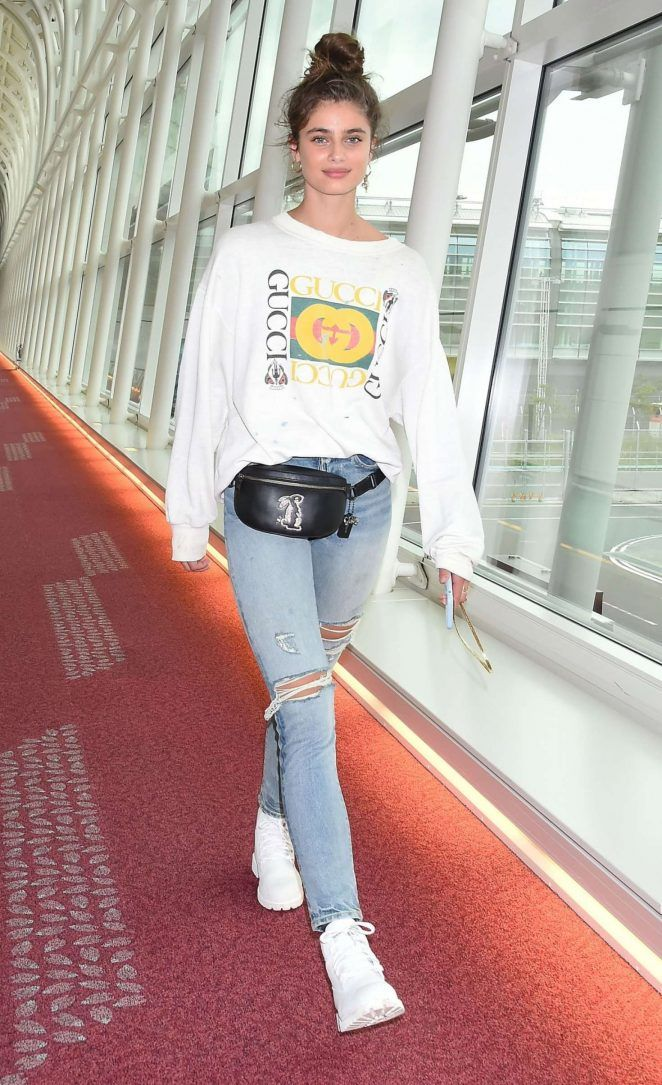 22d4d2f253 Taylor Hill  Arrives at Haneda Airport -06 - GotCeleb