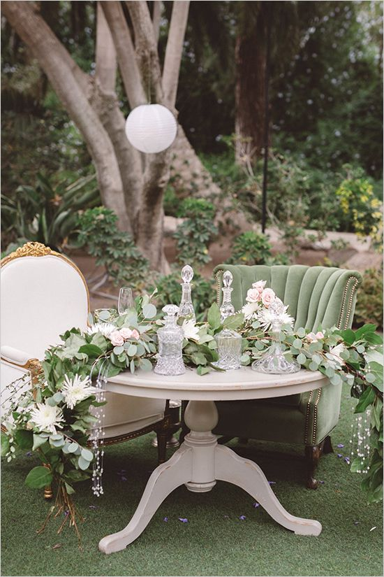 neutral and romantic sweetheart table @weddingchicks