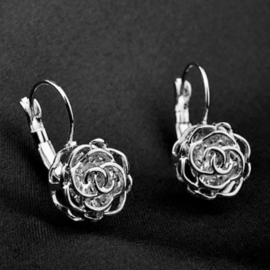 SEPHLA INC. is jewelry network marketing company founded in New York. Our aim is to offer the finest jewelry product at affordable price for everyone. State: New york Style: Hook Color: Silver Metal: Sterling silver Finish: High polish Clasp: Ear hook Metal weight: 7grams Dimensions: 2.7cm x 0.6cm