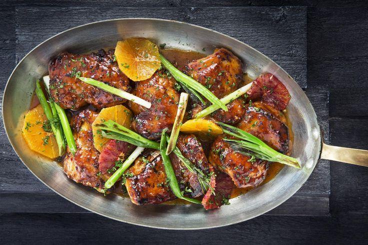 Appelsin og kylling er gode venner, og her harmonerer smakene perfekt sammen med honning, chili og hvitløk.