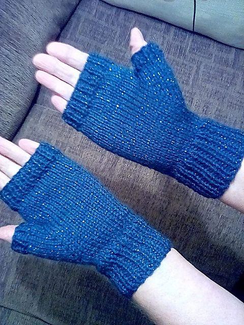 Easy Fingerless Mittens With Thumbs Pattern By Marianna Mel