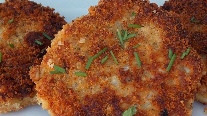 This recipe makes flavorful pan-fried chicken or turkey croquettes that are crisp on the outside and moist on the inside.