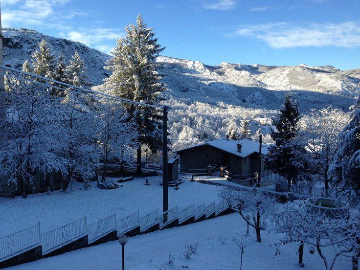 a MONTEREGGIO è arrivata la neve.. Panorama sui monti e l'arco bianco