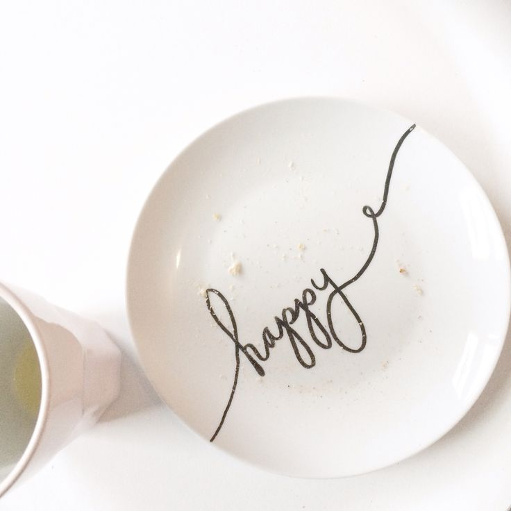 Ontbijtbordje met porseleinstift bewerkt | breakfast plate with porcelain paint | diy | happy